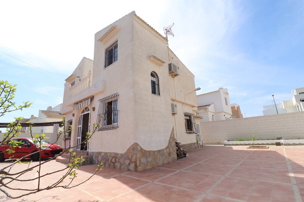 Villa in Pilar de la Horadada - Bestaande bouw ?> - Van Dam Estates