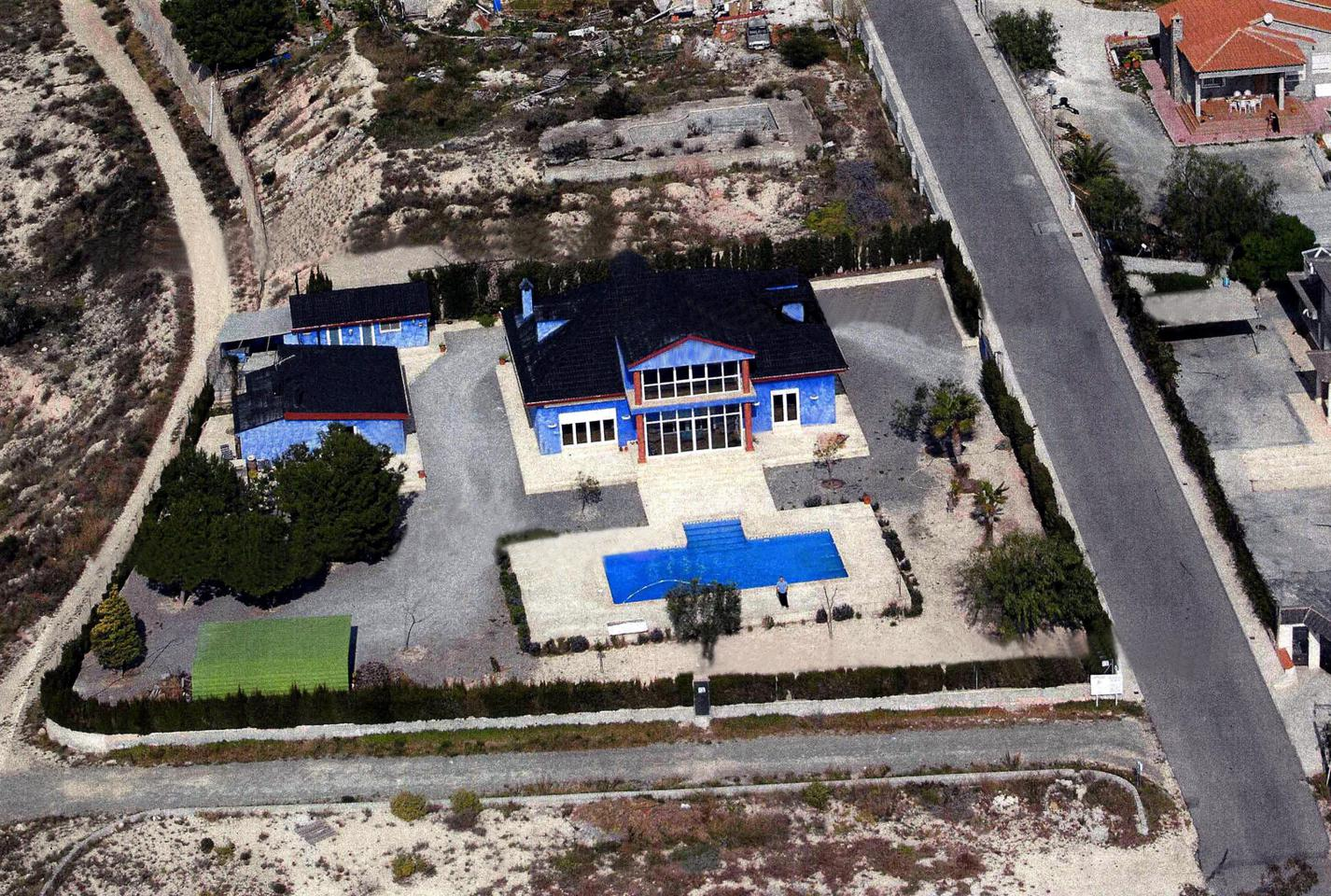 Chalet independiente en Aspe - Reventa ?> - Van Dam Estates